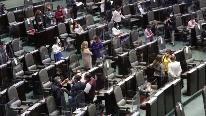 Diputados que buscan reelegirse o contienden por otro cargo, renuncian a sus apoyos legislativos