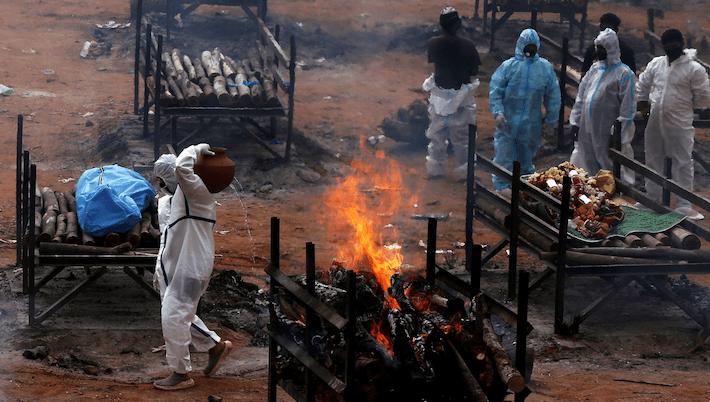 India supera las 4 mil muertes diarias por Covid
